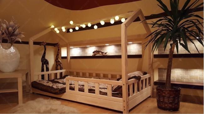 Lit cabane Bella avec barrière 70 x 140cm